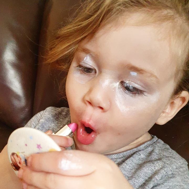 Children Playing With Makeup – Is ItOk?!