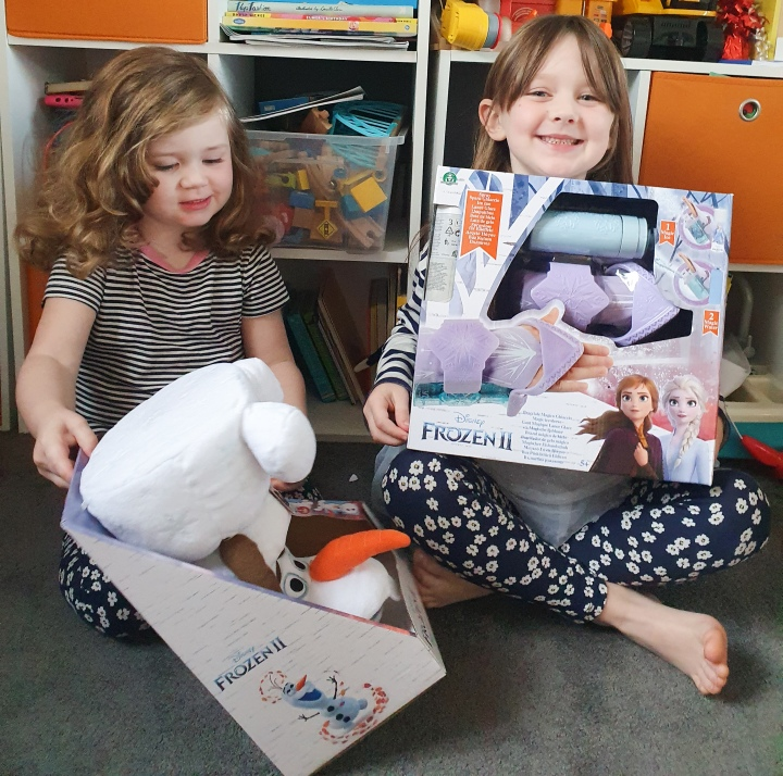Frozen 2 Magic Ice Sleeve and Shapeshifter Olaf ToyReview